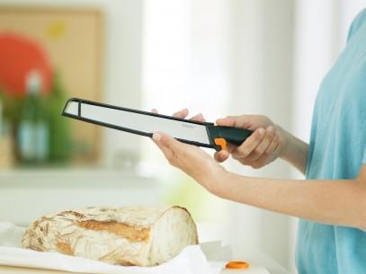 Нож для овощей Fiskars Functional Form, изогнутый 7 см 1014206, фото 3