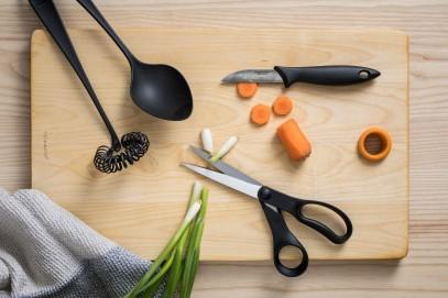 Нож с подвижным лезвием Fiskars Essential для чистки овощей 6 см Black 1023787, фото 3
