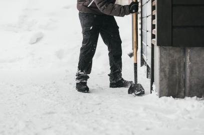 Лопата для уборки снега Fiskars облегченная SnowXpert 141001 (1003468), фото 4
