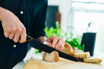Кухонный нож Fiskars Deba Edge поварской азиатский 12 см Black 1003096, фото 2