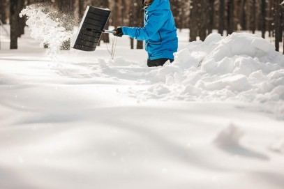 Лопата для уборки снега Fiskars облегченная SnowXpert 141001 (1003468), фото 5